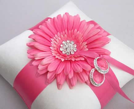 ایده هایی جالب برای تزئین جای حلقه عروس و داماد